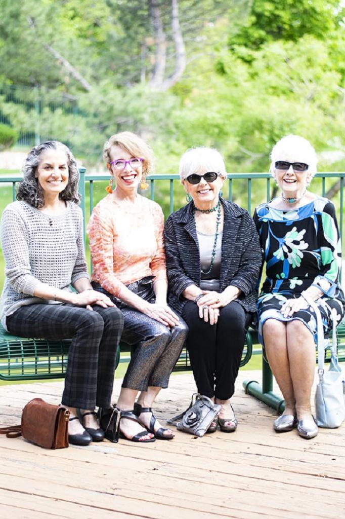 Женщинам средних лет рекомендуется носить этой осенью вещи металлических оттенков