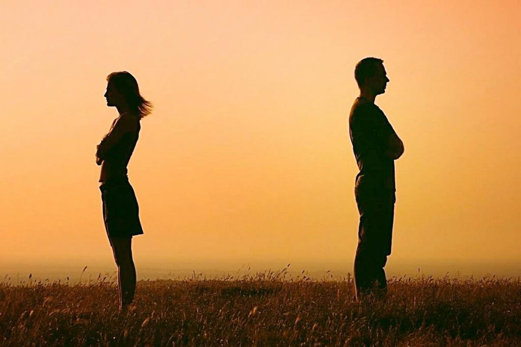Найдите ежедневные занятия с участием других людей, например, регулярный звонок другу или прогулка с соседом. Как пережить расставание в пандемию