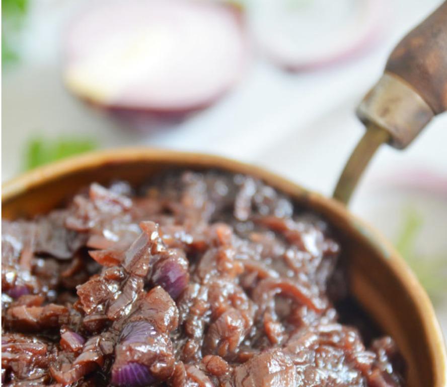 Конфитюр делаю не из ягод и фруктов, а из красного лука: лучшей добавки к мясу не бывает