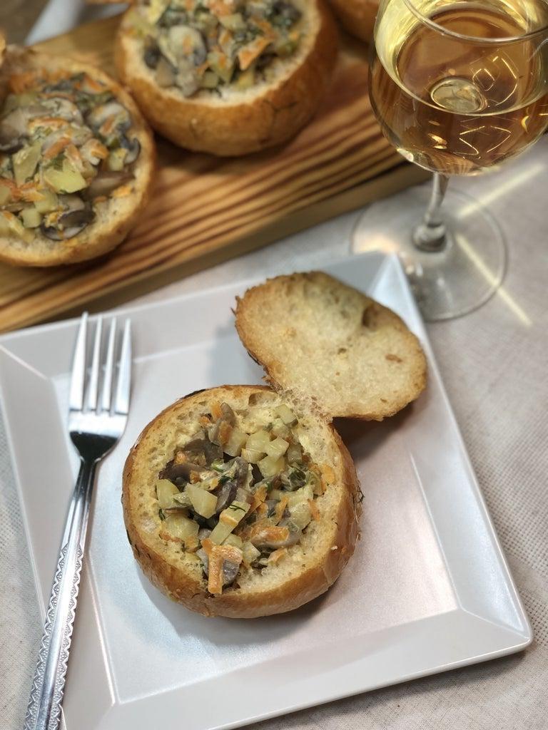 Грибы в съедобных горшочках: простой рецепт необычного блюда с картофелем в сливочном соусе