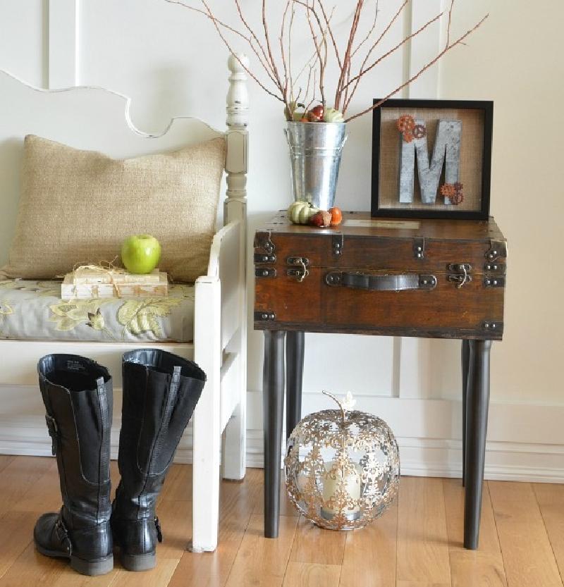 Превратил деревенский деревянный ящик в стол-сундук: получилось стильно