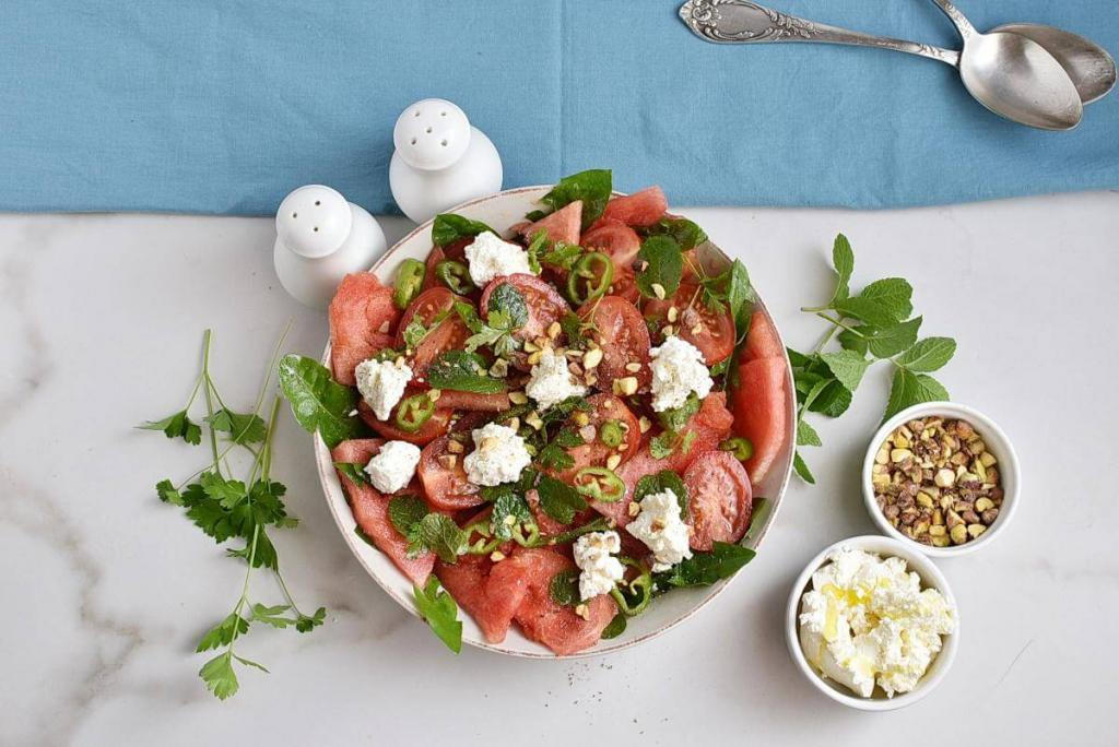 Арбуз, помидор и сыр: острый салат за 10 минут. Пошаговое приготовление с фото