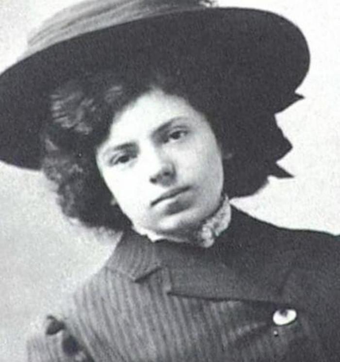 Ее сторонились, избегали и сравнивали с Ахматовой. Вера Ибнер — забытая советская поэтесса родом из Российской империи