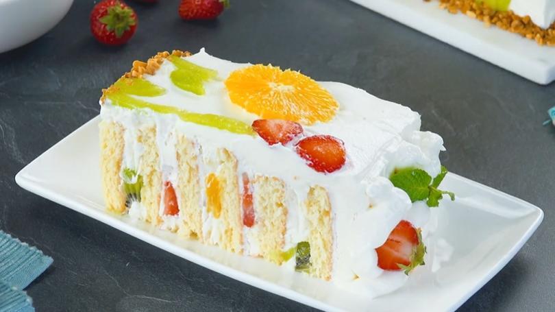 Нежный бисквитный торт с фруктами, который станет хитом даже на праздничном столе