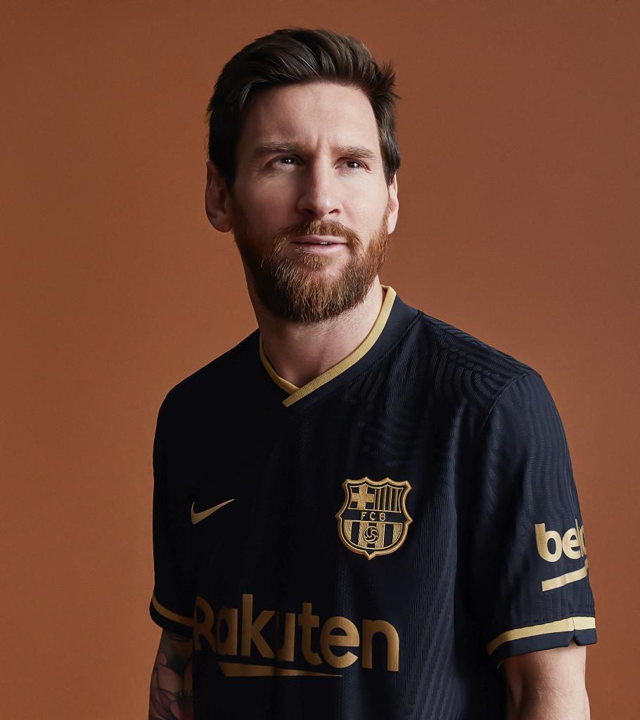 Барселона опубликовала фотографии новой выездной формы, которую команда будет использовать в сезоне 2020/2021