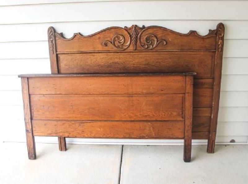Двоюродный брат для террасы сделал оригинальную скамью-сундук из старой кровати, идея мне очень понравилась