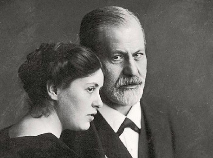Мудрая цитата Зигмунда Фрейда о главной роли женщины в жизни мужчины