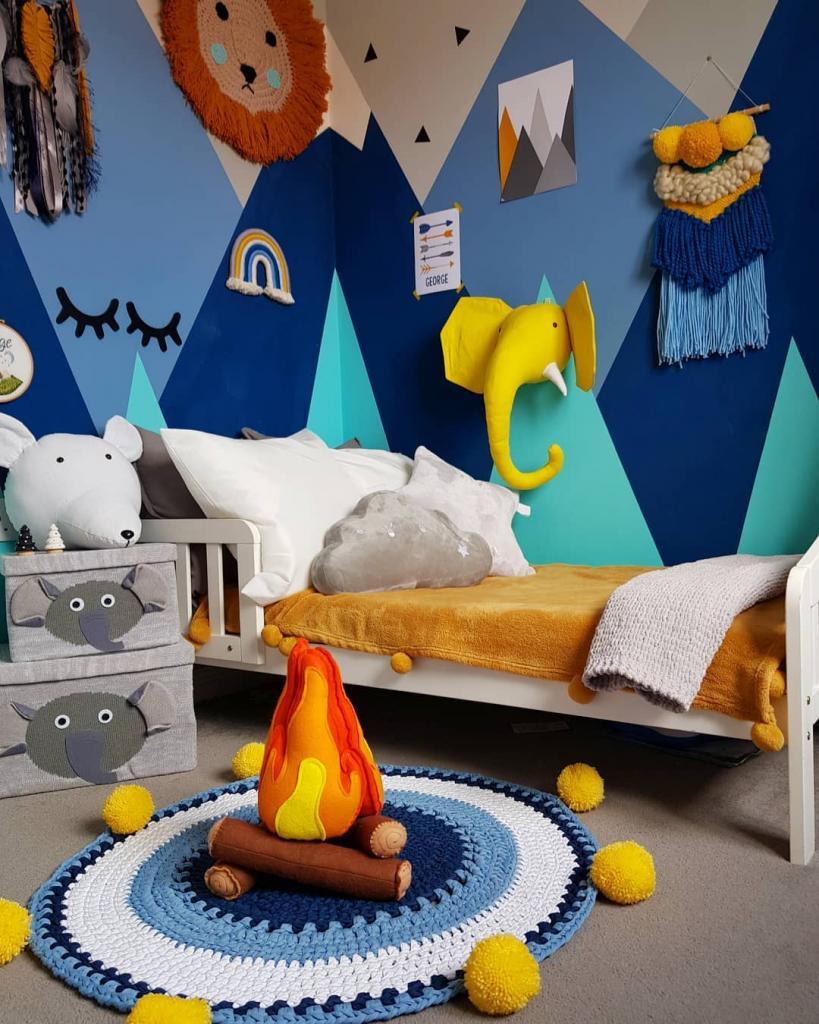 Мама взяла немного краски и сделала креативную комнату в горной тематике для своего сына
