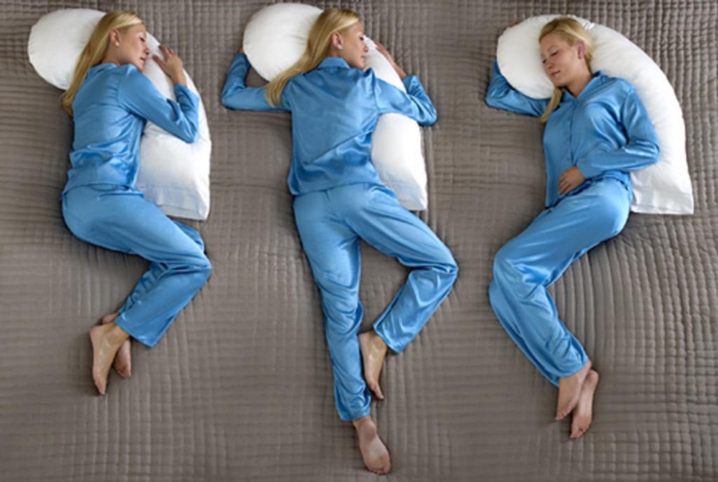 Если муж храпит по ночам, порекомендуйте ему спать в позе эмбриона: какую позу для сна выбрать в зависимости от вашей проблемы