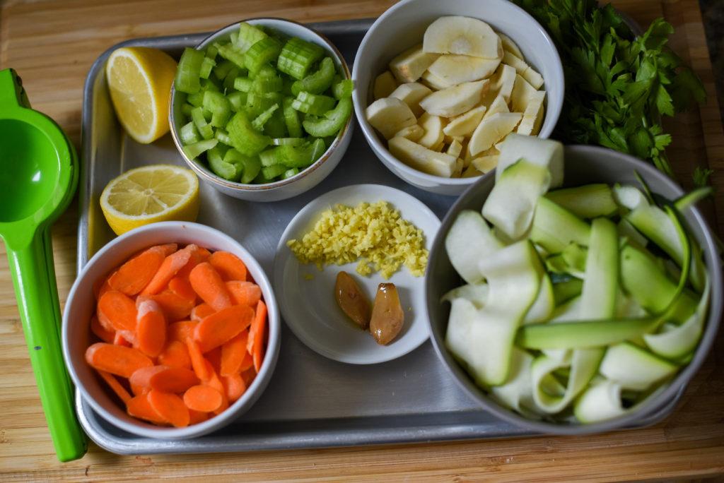 Отличный способ согреться в холодную погоду: куриный супчик с лимоном. Простой и вкусный, с непривычной кислинкой
