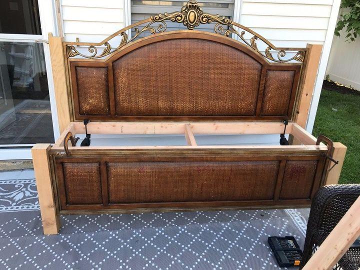 Разобрала старую кровать и сделала потрясающую белоснежную скамью