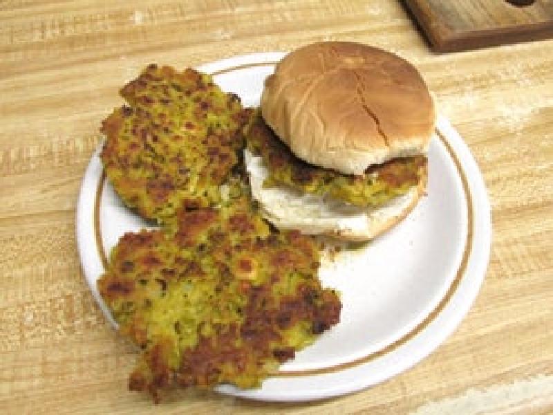 Котлета из зеленого горошка для вкусного бургера: прекрасный вариант для полезного и питательного ужина