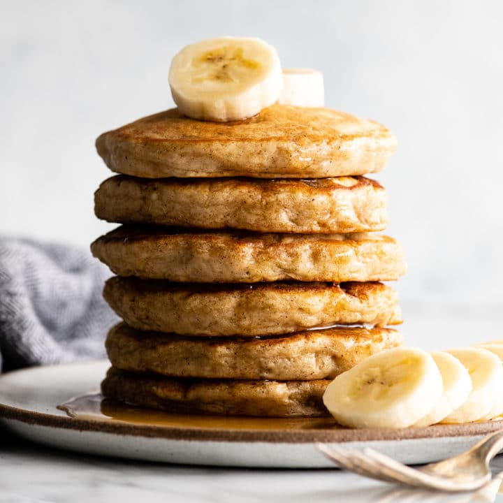 Нашла рецепт очень воздушных банановых панкейков: идеально подойдут на завтрак или просто к чаю