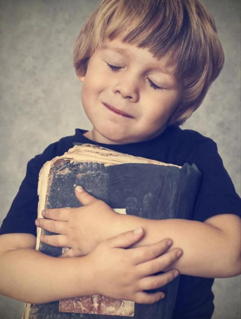 Женщина-атеистка узнала, что муж тайно читает детям Библию: ее реакция чуть не разрушила семью