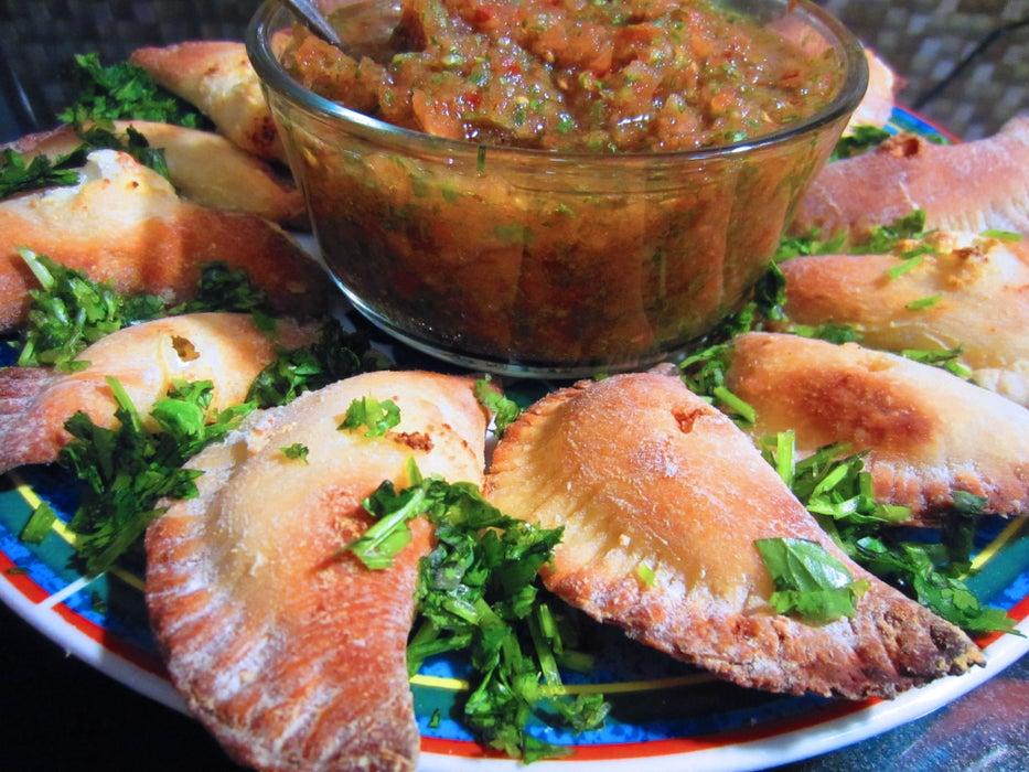На обед или ужин готовлю домашние кальцоне с овощным соусом