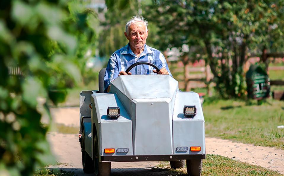 Михаил Паркалов из Беларуси в 87 лет сделал свой собственный электромобиль