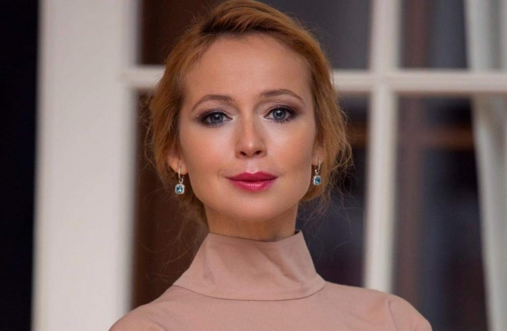 Елене Захаровой - 45: вспоминаем лучшие роли любимой актрисы