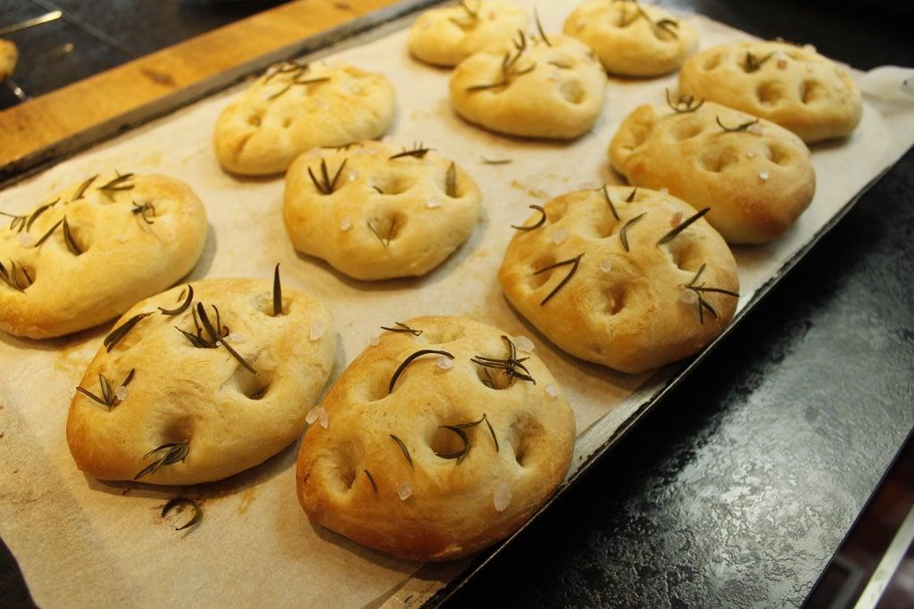 Вкуснее пампушек: частенько готовлю булочки фокачча с морской солью и розмарином