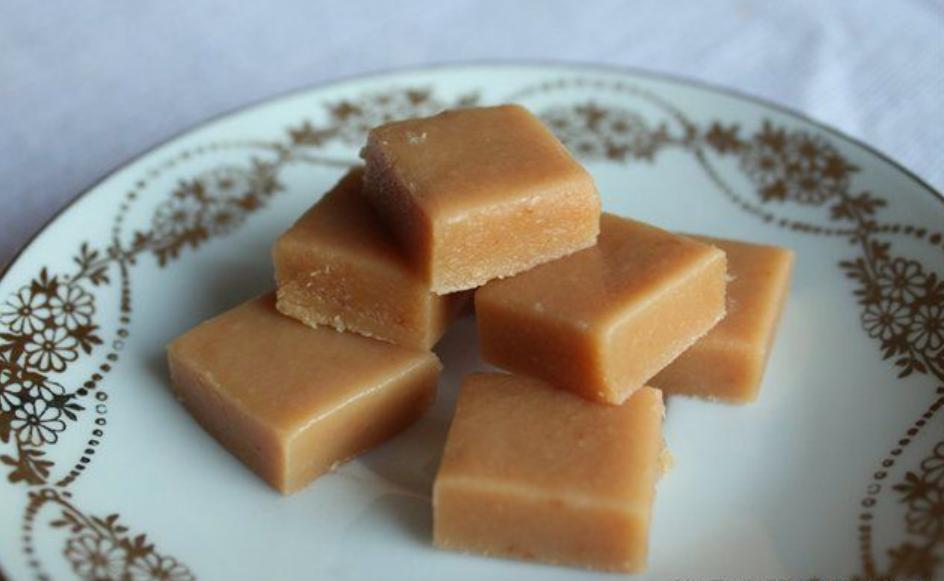 Медовая карамель всего из трех ингредиентов: смешал, дал остыть, насладился