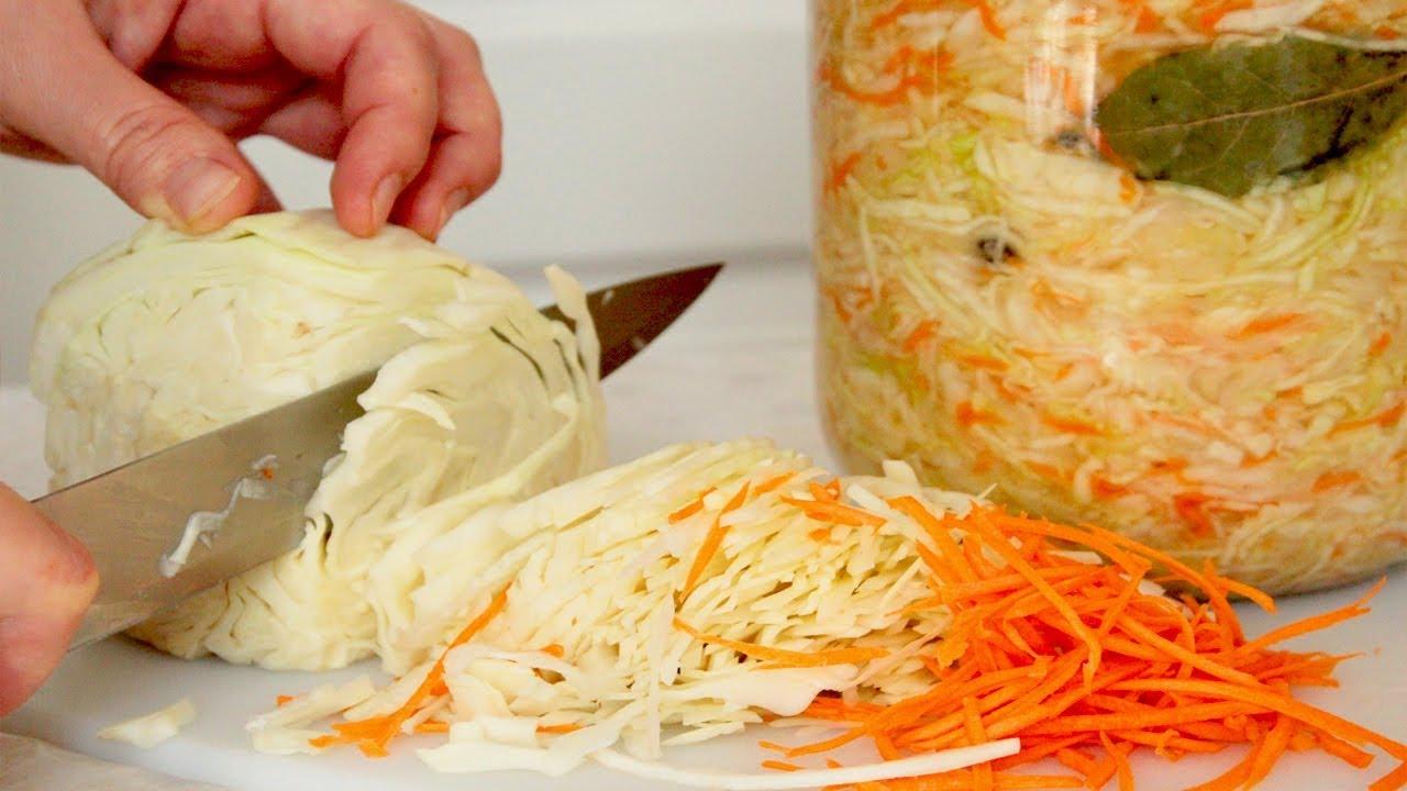 Простой рецепт квашеной капусты в стеклянных банках в рассоле за три дня