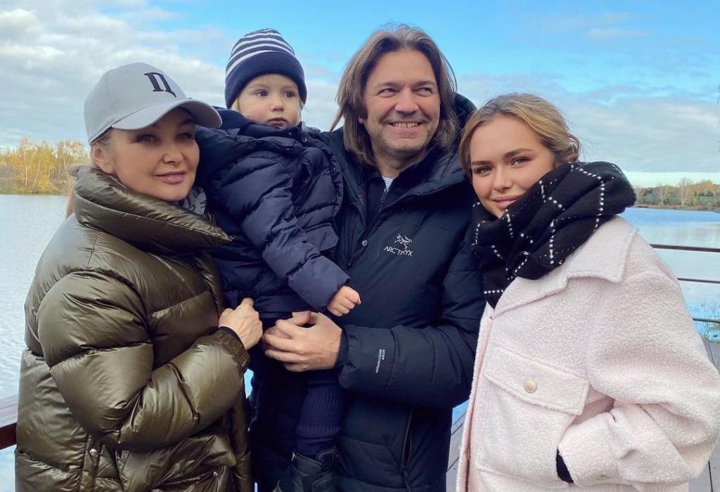Белокурое чудо: Стеша Маликова показала подросшего младшего брата (новые фото)
