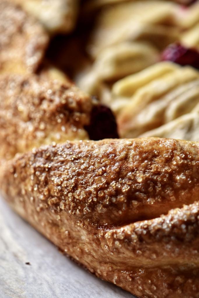 Когда нет возможности поехать за границу, можно сделать тематический ужин дома: кростата - легкий итальянский десерт из яблок
