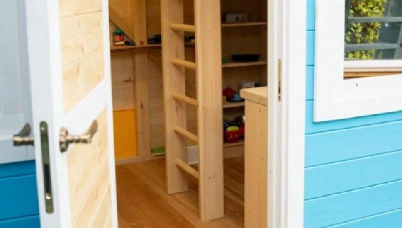 Наталья Подольская и Владимир Пресняков решили сделать сюрприз сыну: свой мини-домик во дворе