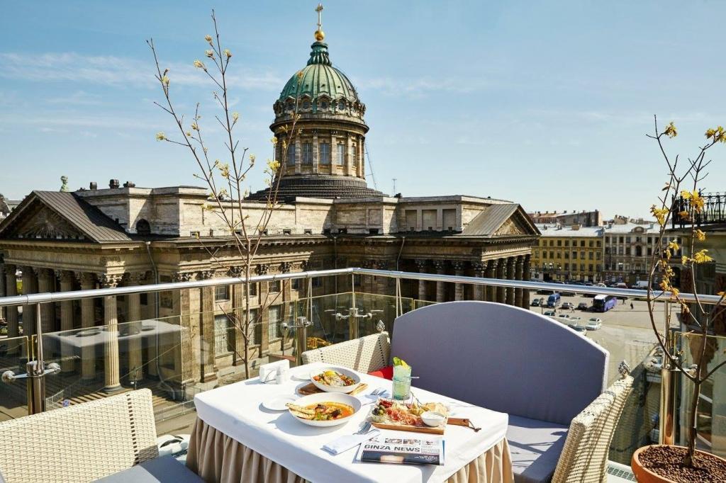 Танцевать - не время, а есть - вредно: В Санкт-Петербурге ограничат время работы ресторанов до 23:00