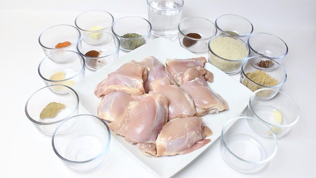 Куриные бедра, запечённые в духовке, и рис басмати: вариант быстрого ужина
