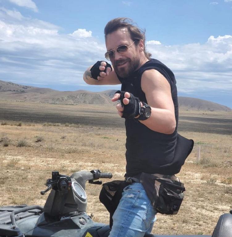 Алексей Чадов поделился фото со съемочной площадки: актер снимается в картине Джон, где выступил еще и сценаристом