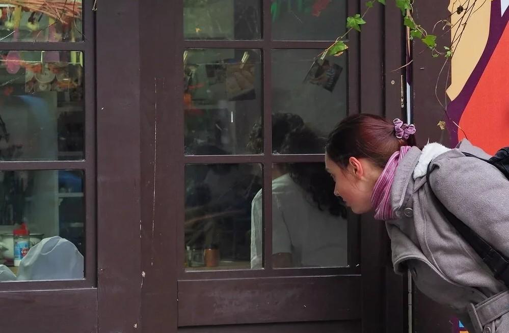 На Параскеву Грязниху (27 октября) молодая женщина Пятница ходит по земле и примечает, кто как живет – одних наказывает, других награждает