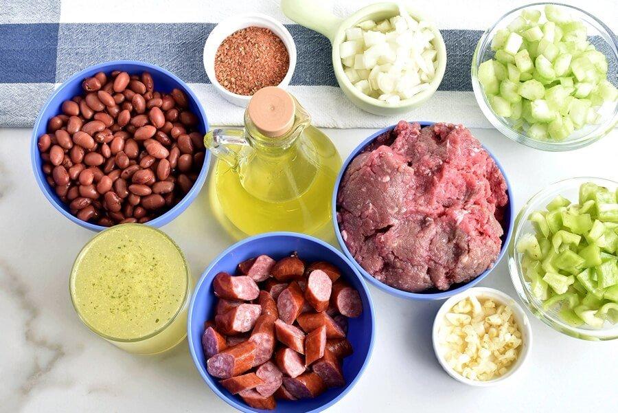 Делюсь рецептом пикантного риса с красной фасолью, фаршем и копчеными колбасками: мужу напоминает восточную кухню, а мне - южноамериканскую