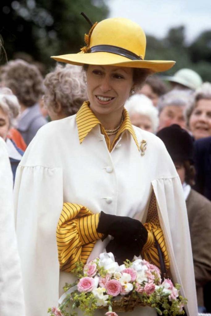 Дневник принцессы, или 70 лет собственного вневременного стиля принцессы Анны. Прическа  улей  в стиле 60 х (видео)