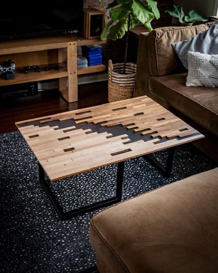 Мужчина сделал «пиксельный» стол с заливкой эпоксидкой: получился настоящий шедевр