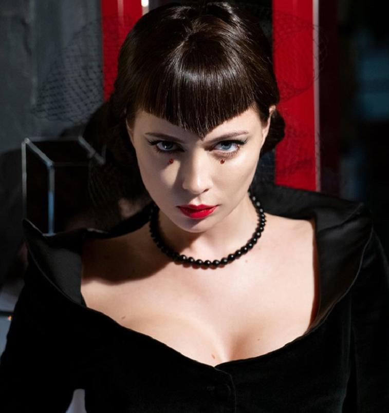 Настасья Самбурская готовится к Хэллоуину: актриса показала подписчикам себя в образе готической невесты