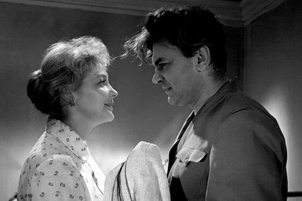 Ирины Скобцевой не стало в тот же день, что и ее мужа Сергея Бондарчука 26 лет назад. Удивительная история любви актрисы и режиссера