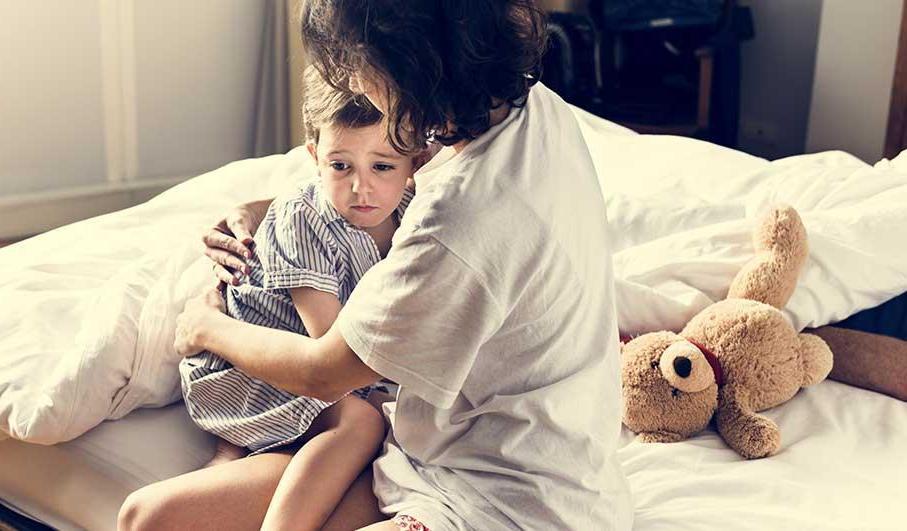 Просто обнять тоже важно: как мы усугубляем страхи у собственных детей дошкольного возраста