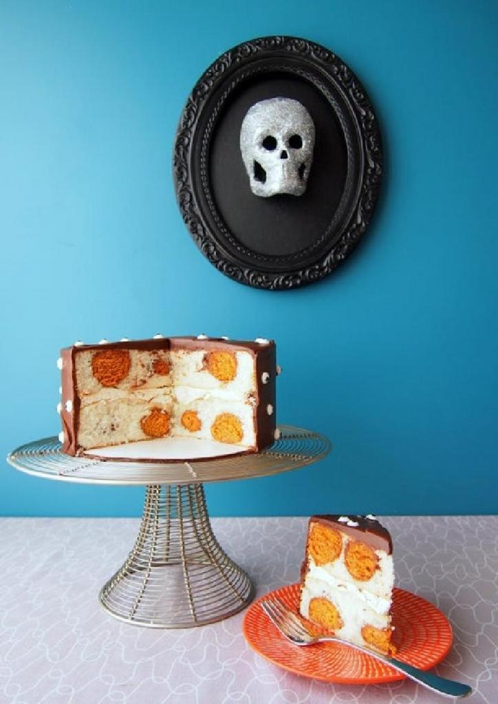 Бисквитный торт на праздничный стол: воздушное лакомство с необычным дизайном
