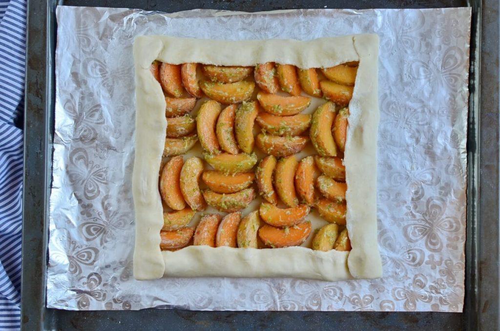 Обожаю печь свой фирменный пирог с абрикосами и цедрой лайма: необычное сочетание вкусов, которое напоминает мне о тропических коктейлях