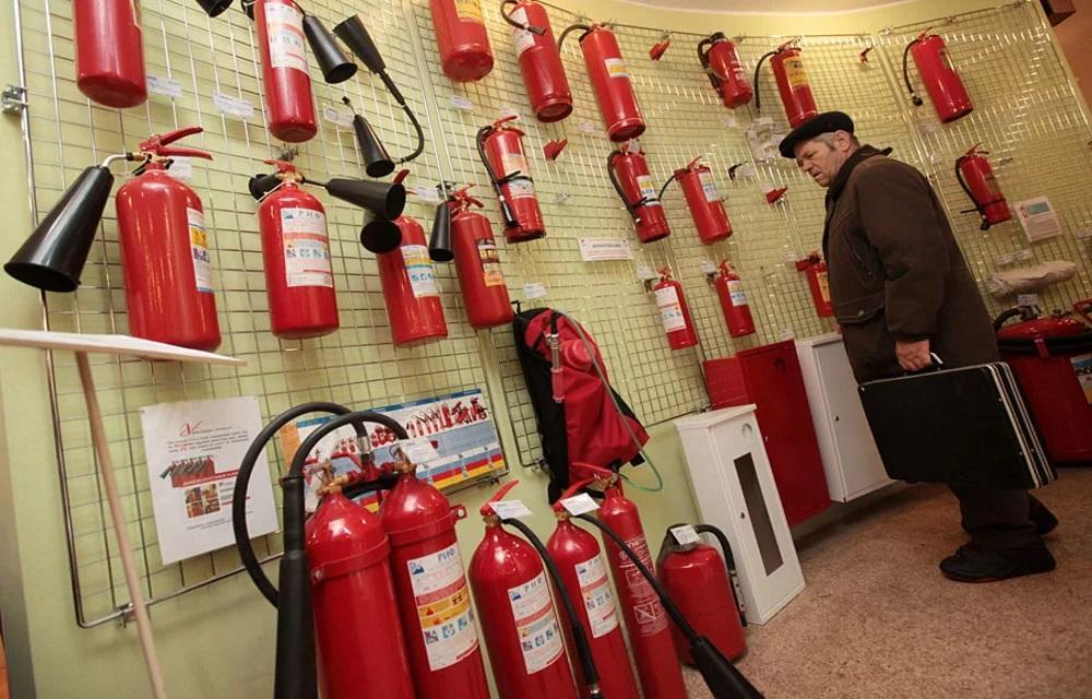 Эффективность и легкость в использовании: россиянам дали советы по выбору огнетушителя для автомобиля