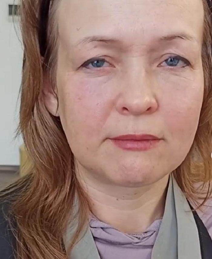 43-летней Елене сделали прекрасный макияж. В зеркале она себя не узнала (фото до и после)