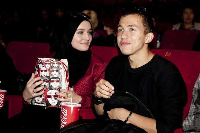 Как сейчас живет бывшая жена актера Сергея Романовича, которая ради него приняла ислам (новые фото)