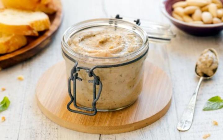 Простой рецепт песто из баклажанов меньше чем за час: и в салаты, и в пасту, и просто на бутерброды