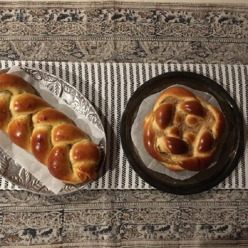Плетеный хлеб хала – это проще, чем кажется: превосходно сочетается с домашним вареньем или медом