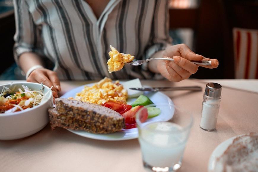 Никогда не трачу на обед больше 30 минут: 5 привычек, которые помогают этого добиться