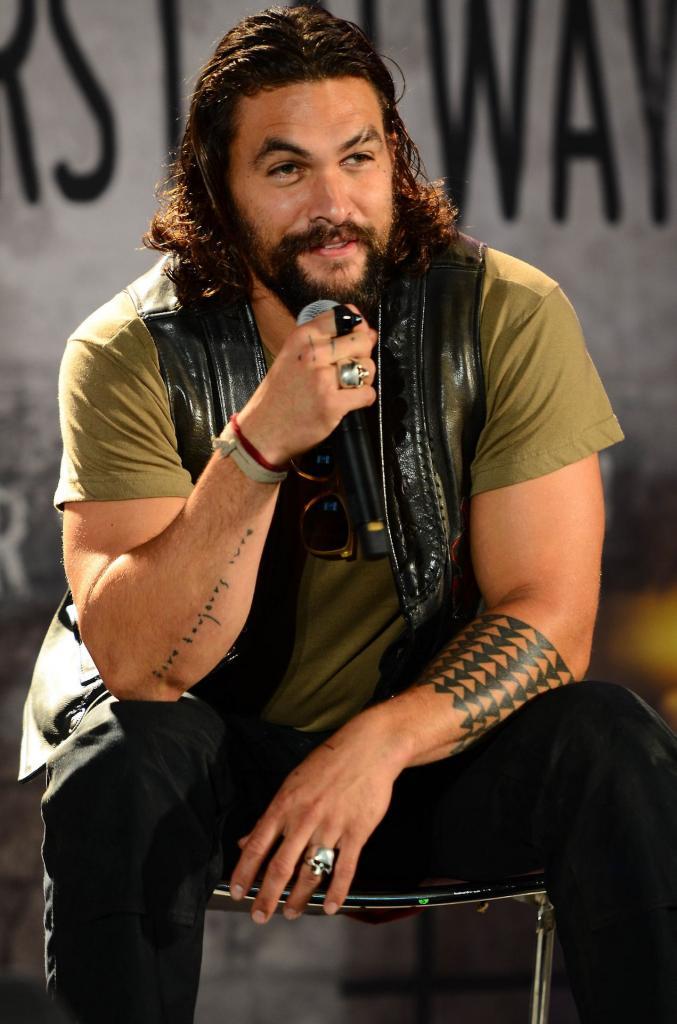 Вдохновившись примером Джонни Деппа, голливудский актер Джейсон Момоа тоже захотел стать рок музыкантом