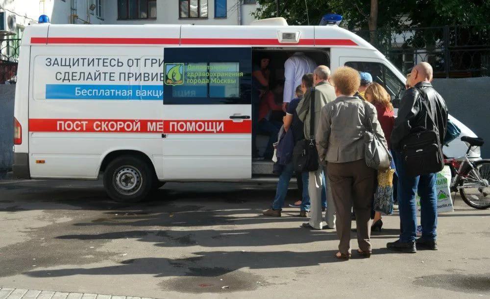 Сделали более 380 тысяч горожан: мобильные пункты вакцинации от гриппа в Москве завершат работу 31 октября