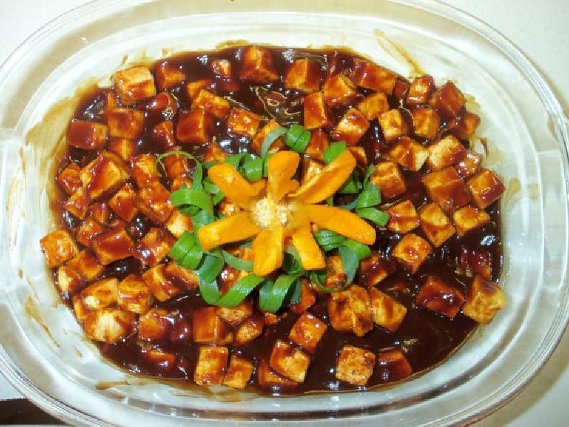 Люблю баловать семью новыми лакомствами: тофу, приготовленный в соусе барбекю, оказался невероятно вкусным
