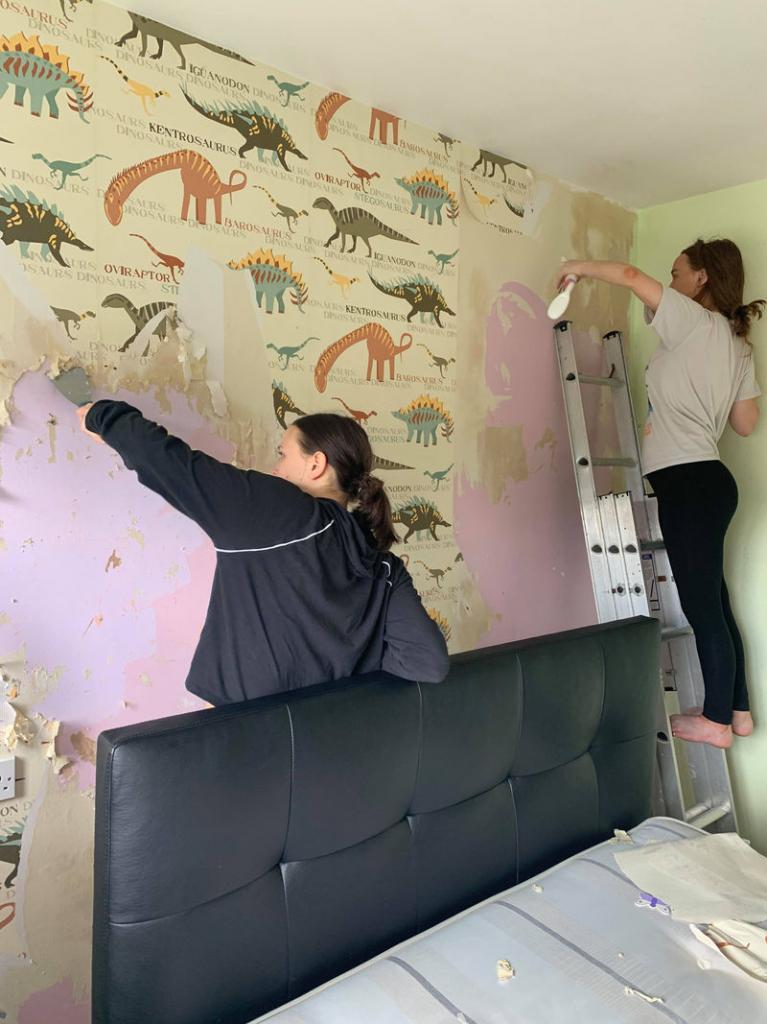 Дочери сделали ремонт в спальне мамы на 1 ночь. Посмотрим, что у них получилось