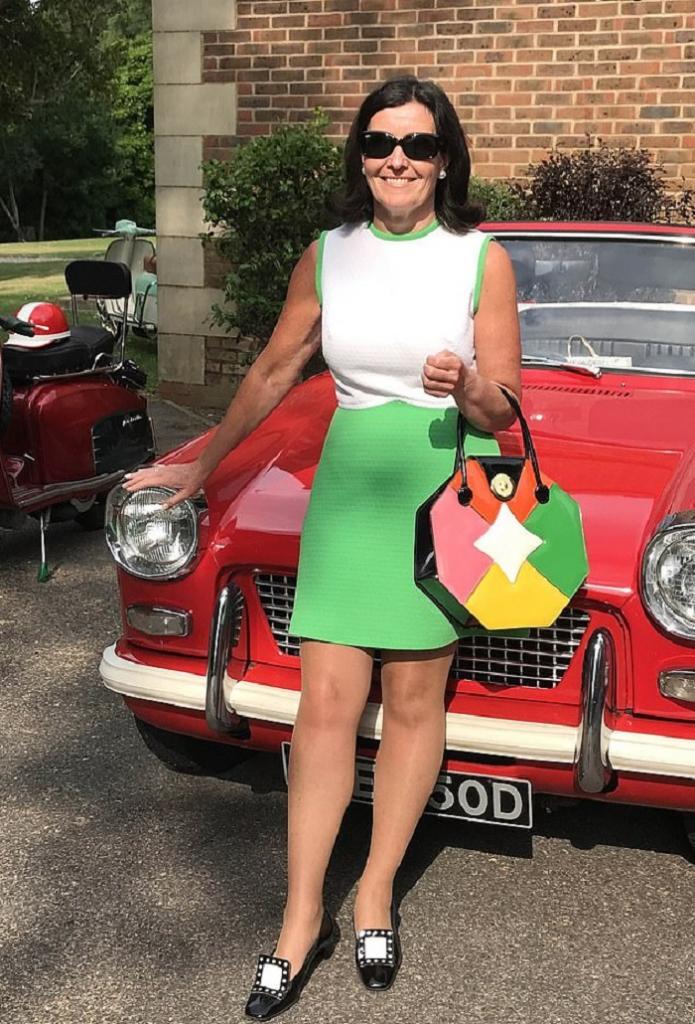 57-летняя жительница Англии готова тратить большие деньги, чтобы окружить себя стилем ретро